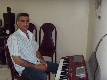 کامبیز کشتمند (پیانو ، ارگ الکتریک،آواز پاپ و آمادگی برای اجرای صحنه)
